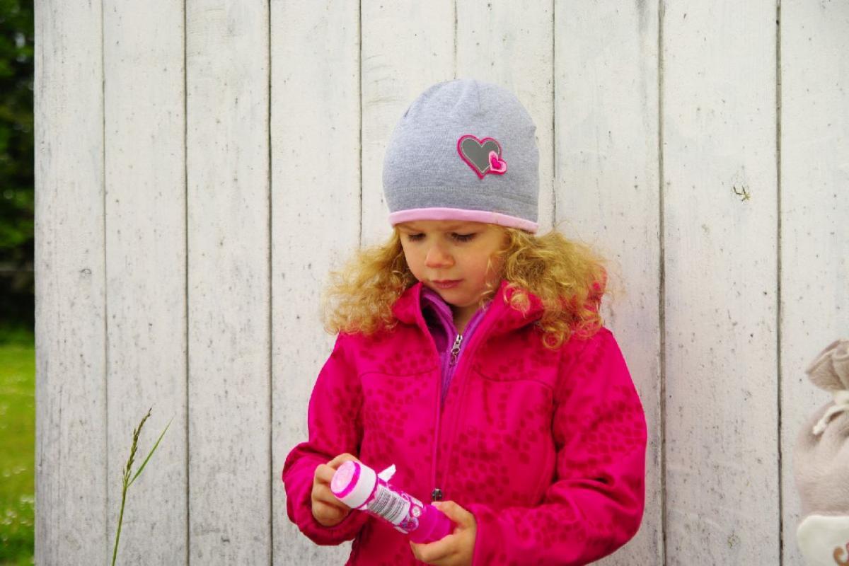 Karpet Hugo dětská úpletová čepička s lemem a aplikací - růžová vel.3