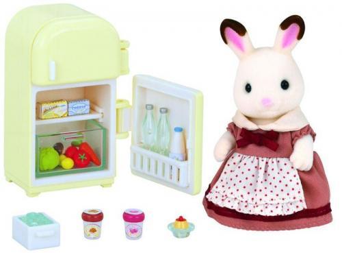 """Nábytek """"chocolate"""" králíků - mamka u ledničky"""