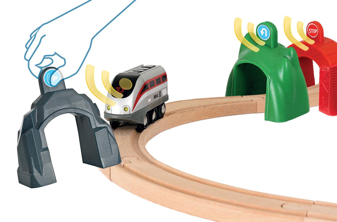 Vláčkodráha SMART TECH s chytrým vlakem a aktivními tunely