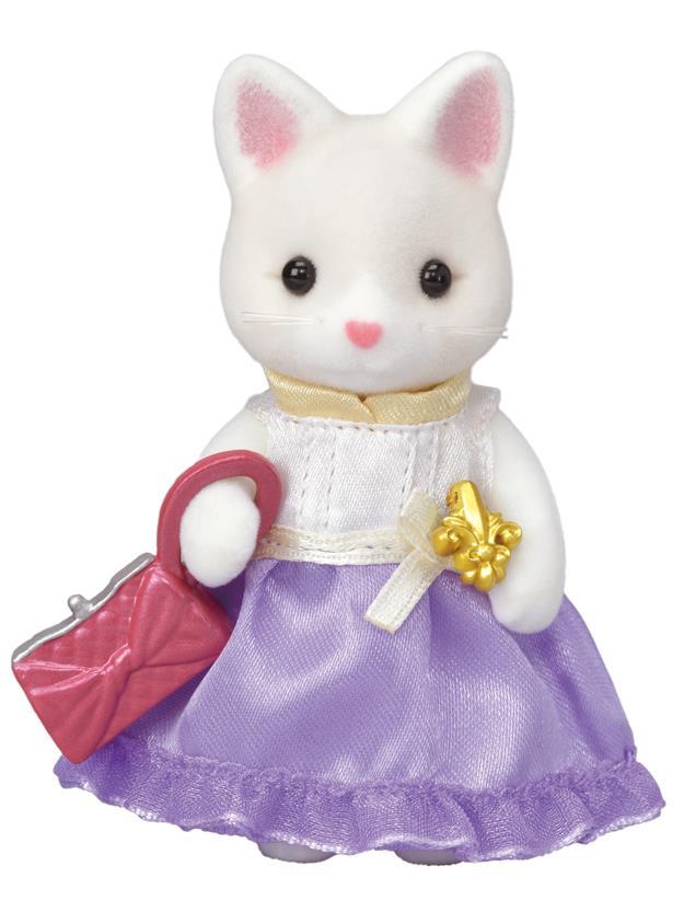 Město - hedvábná kočka ve fialových šatech s kabelkou